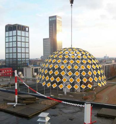 Voorrangskoepel op het dak van het Middelzeehuys in Leeuwarden